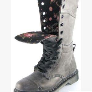 Dr. Martens Triumph 1914 the original black boots